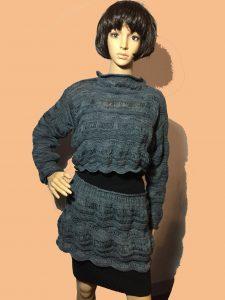 Ensemble tricoté et teint à la main
