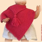 Poncho au tricot pour bébé